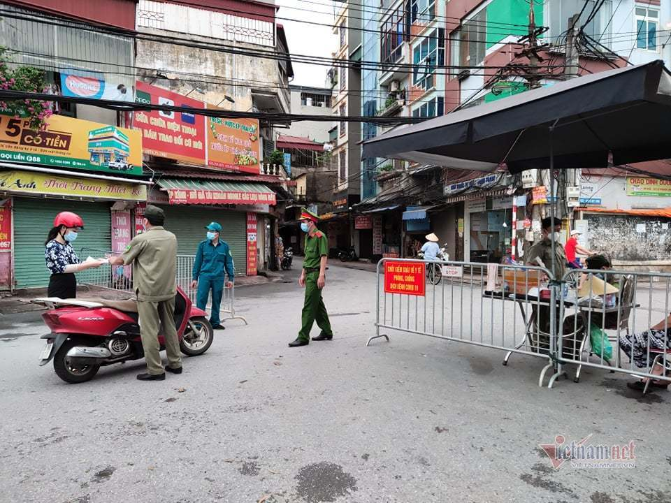 Dừng hoạt động chợ Phùng Khoang, xét nghiệm hàng trăm tiểu thương