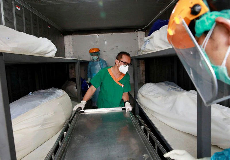 Bệnh viện Thái Lan dùng container chứa người tử vong vì Covid-19