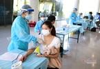 """""""Ai ở đâu ở đấy"""", TP.HCM kêu gọi người dân khác tỉnh ở lại tiêm vắc xin"""