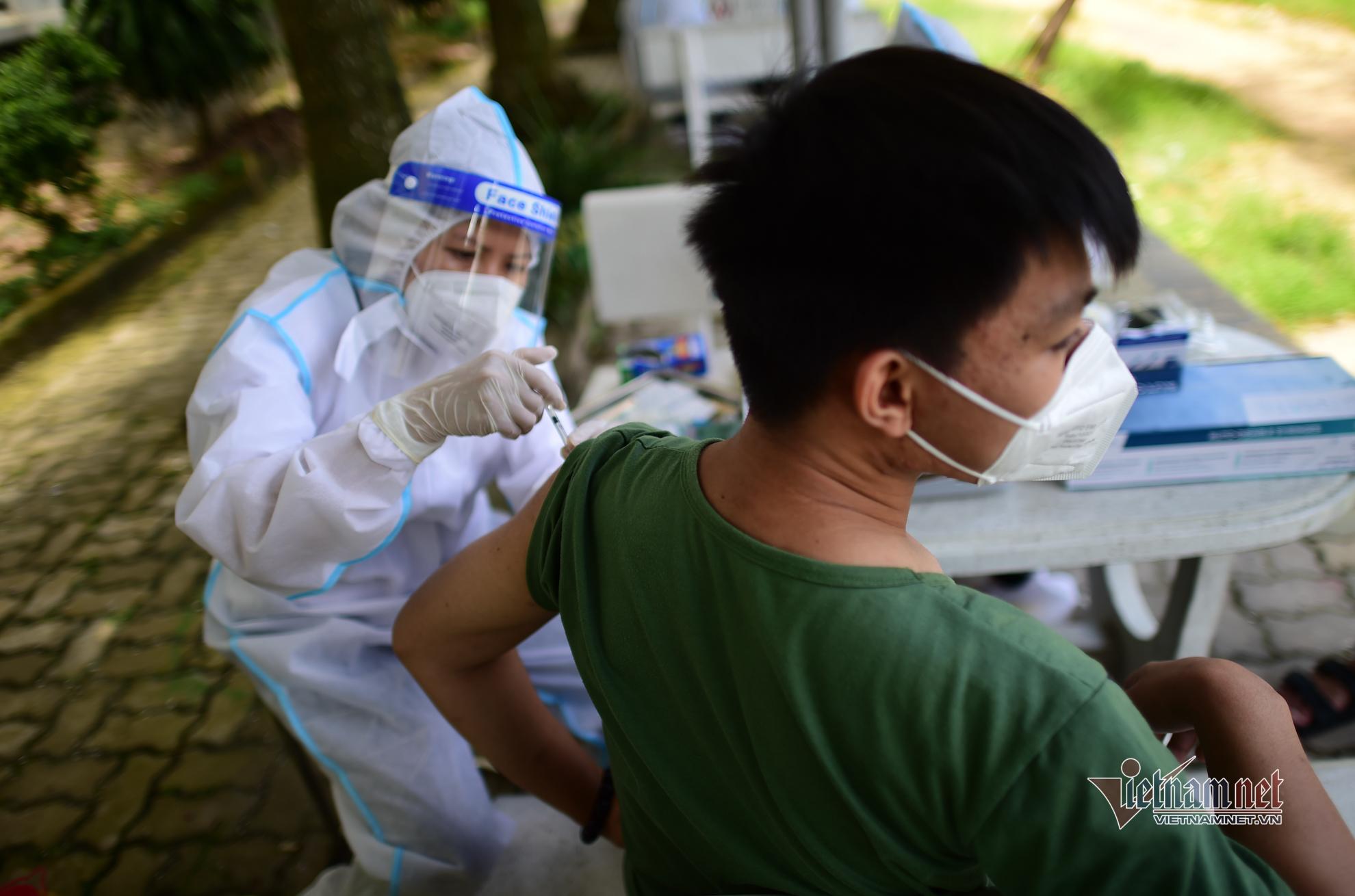 Đội tiêm vắc xin Covid-19 lưu động đầu tiên tại TP.HCM