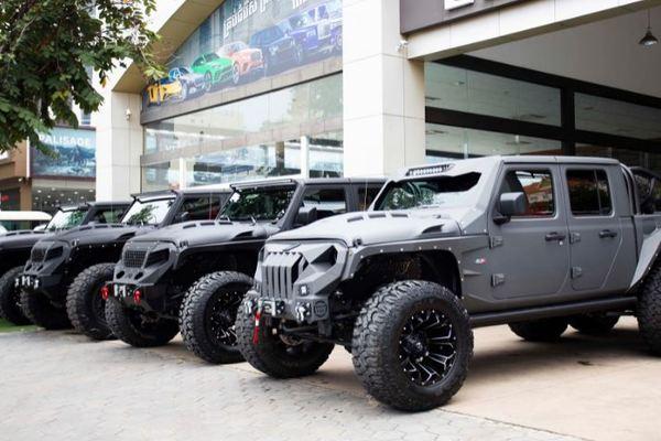 """Dàn """"quái thú"""" Jeep Gladiator độ 6 bánh, dân offroad phát mê"""
