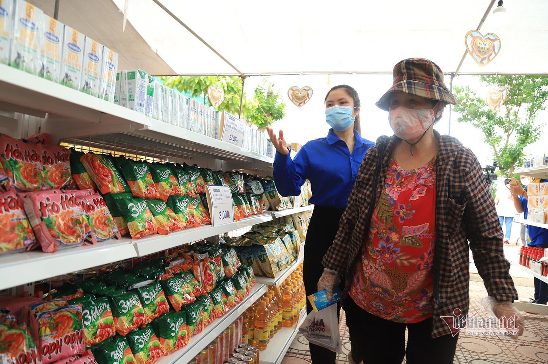 'Siêu thị 0 đồng' đầu tiên ở Hà Nội đón người ảnh hưởng dịch Covid-19