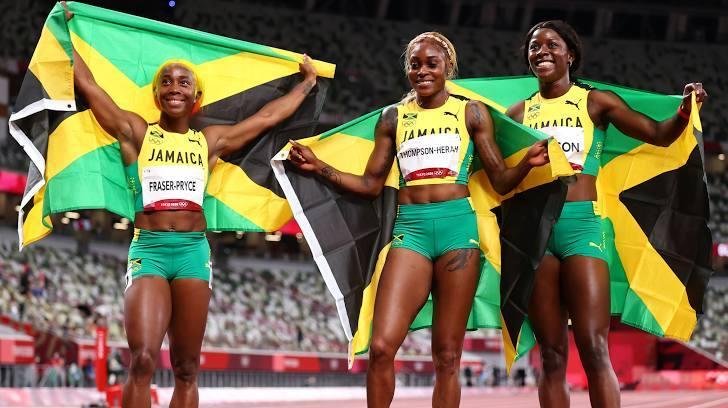 Jamaica ẵm trọn bộ HC chạy 100m nữ, phá kỷ lục tồn tại 32 năm