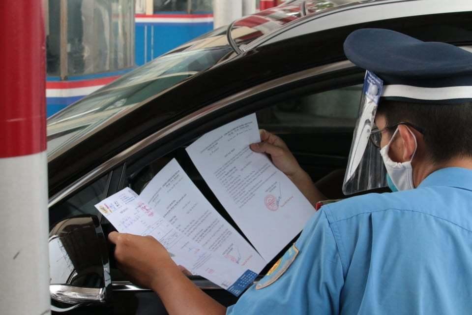 Xử phạt hàng loạt lái xe luồng xanh vi phạm phòng dịch