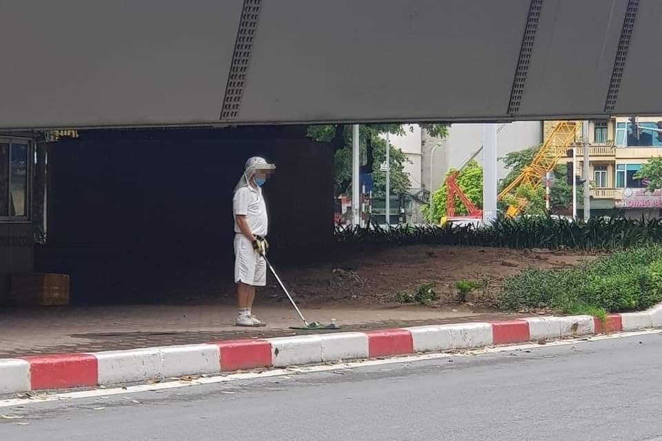 Tập đánh golf ở chân cầu vượt tại Hà Nội, người đàn ông bị phạt 1 triệu đồng