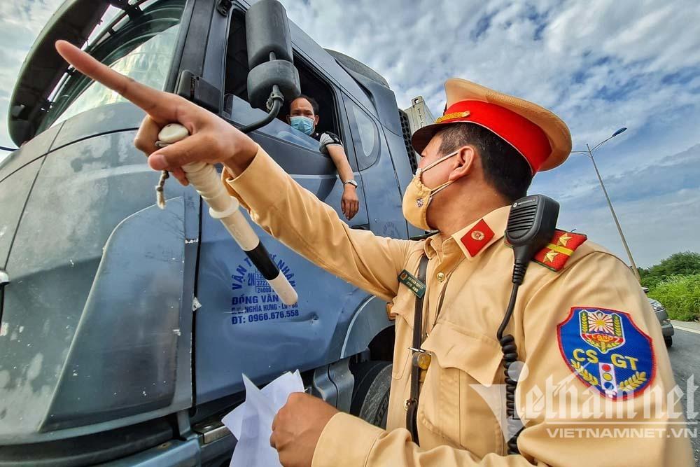 Xe 'luồng xanh' phải khai báo y tế qua phần mềm của Bộ Công an