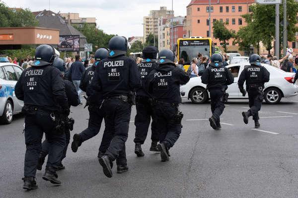 Đức bắt 600 người biểu tình kháng lệnh hạn chế phòng Covid-19