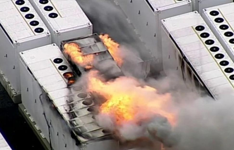 Khối pin nặng 13 tấn của Tesla bốc cháy