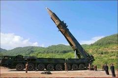 Video Triều Tiên phóng tên lửa đạn đạo từ bệ phóng di động
