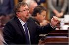 Lời bộc bạch của nghị sĩ Mỹ phản đối khẩu trang suýt chết vì Covid-19