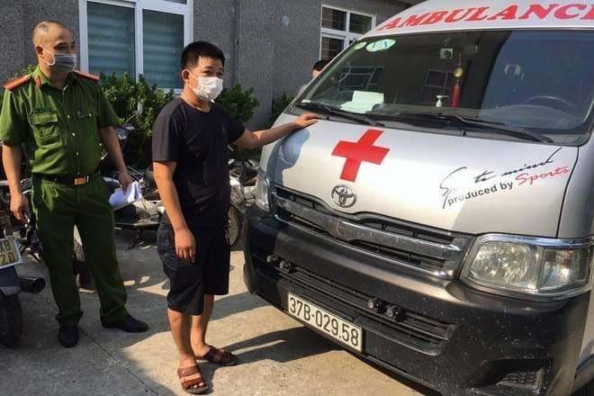 Thuê xe cứu thương từ Hà Tĩnh để qua chốt kiểm dịch vào Hà Nội