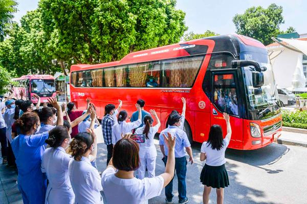 Giám đốc Bạch Mai cùng gần 200 nhân viên vào TP.HCM chống dịch