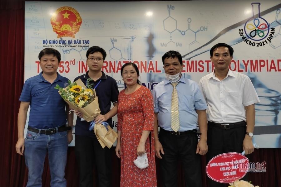 Phương 'giáo sư' mang HCV Hóa học quốc tế về Hải Dương sau 16 năm
