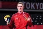 Rửa hận Chen Long, Viktor Axelsen giành HCV lịch sử ở Olympic