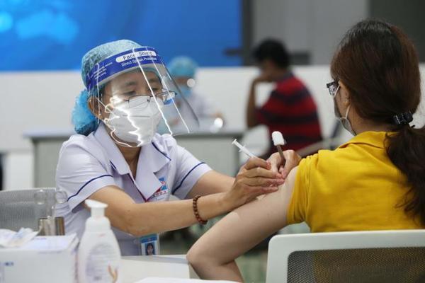 Bình Dương: Tận dụng tối đa thời gian và nguồn lực để dập dịch, tăng tốc tiêm vắc xin, đảm bảo tốt chính sách xã hội cho người dân