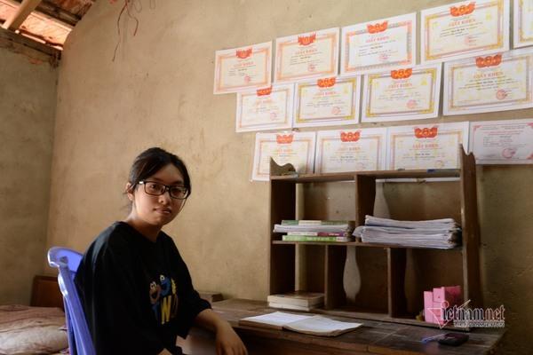 Niềm vui đến với nữ sinh Hà Tĩnh đạt hơn 28 điểm khối B không có tiền đi học