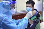 Chăm lo cuộc sống và tiêm vắc xin để người dân an tâm ở lại vùng dịch