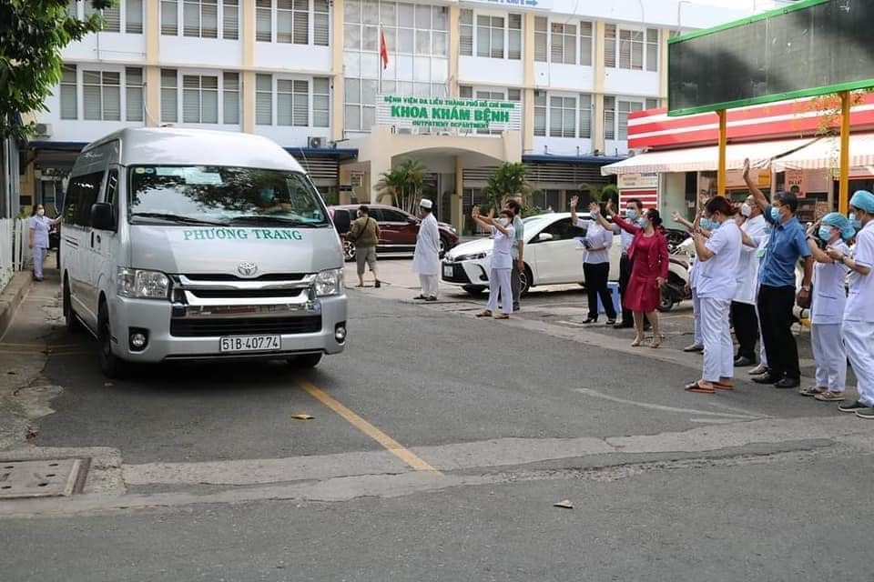 TP.HCM hoán cải 225 xe khách thành xe vận chuyển bệnh nhân nặng