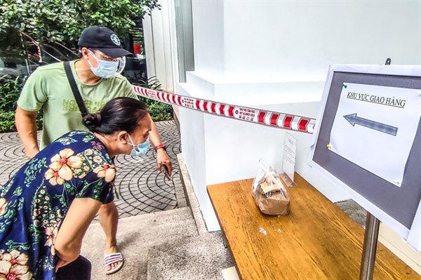 Hanoi marks 'green zones' COVID-free areas