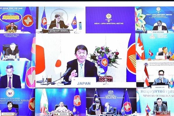 Việt Nam luôn mong Nhật Bản cùng ASEAN đóng góp vào cho hòa bình, an ninh, phát triển
