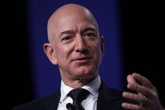 Đã có người giàu hơn Jeff Bezos