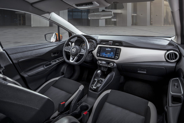 khoang-noi-that-xe-o-to-Nissan-Almera-2021