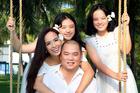 Gia đình Thúy Hằng - Thúy Hạnh kẹt ở đảo 40 ngày vì dịch bệnh