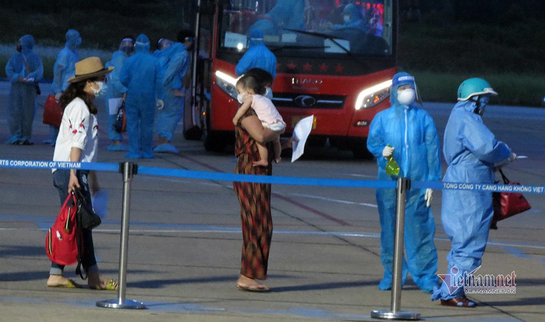 Nghệ An đón chuyến bay chở 217 người từ TP.HCM về quê tránh dịch