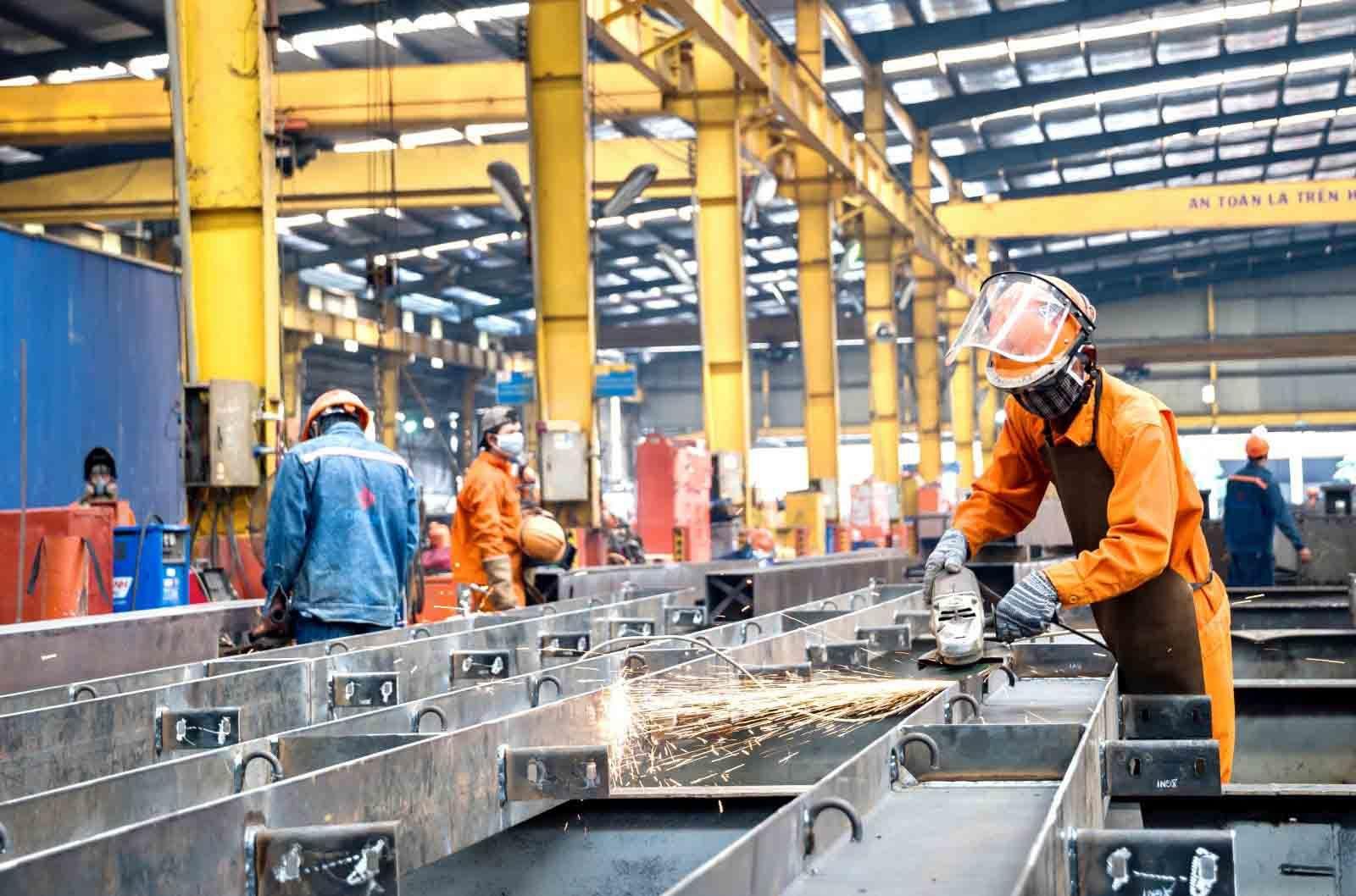 Sản xuất công nghiệp tăng trưởng nhờ '3 tại chỗ'