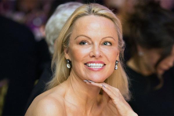 'Bom sex' Pamela Anderson bán biệt thự 276 tỷ