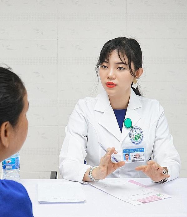 Bác sĩ xinh đẹp ngành da liễu thẩm mỹ ở TP.HCM
