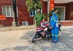 Hà Nội: Công an tặng xe máy mới cho chị lao công bị cướp trong đêm