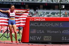 Nữ VĐV điền kinh Mỹ phá hai kỷ lục thế giới