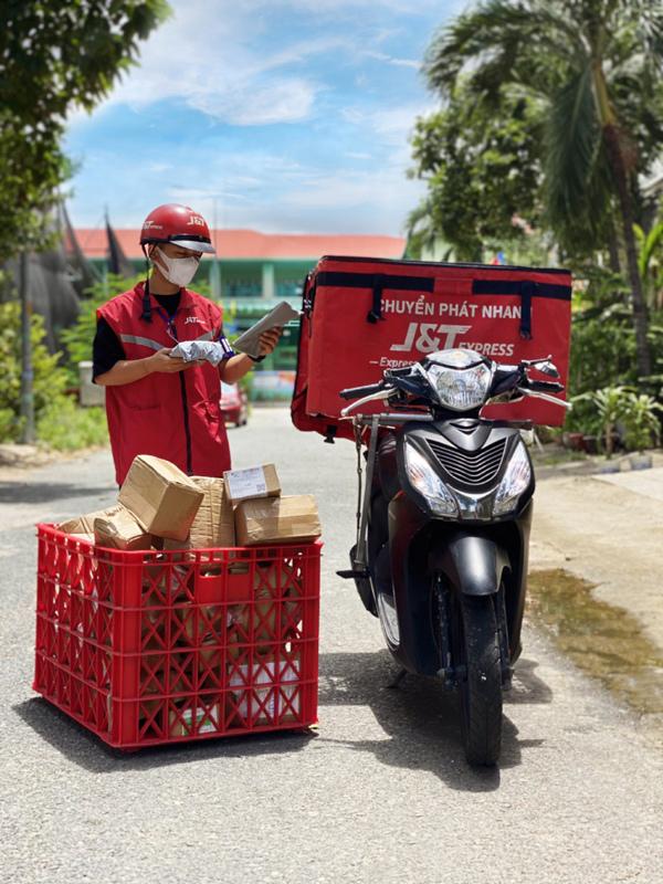 TP.HCM: shipper tuân thủ các quy định nhận diện được phép di chuyển liên quận