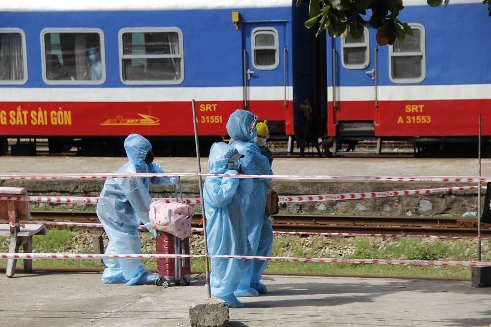 Hà Tĩnh tổ chức 5 chuyến bay chở 1.000 người về quê