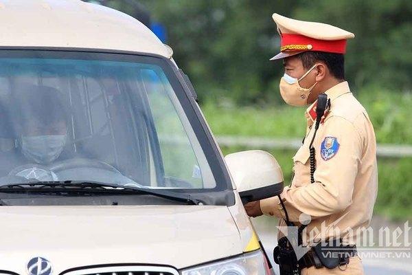 Theo quy định mới nhất, đi lại giữa Hà Nội và tỉnh ngoài cần giấy tờ gì?