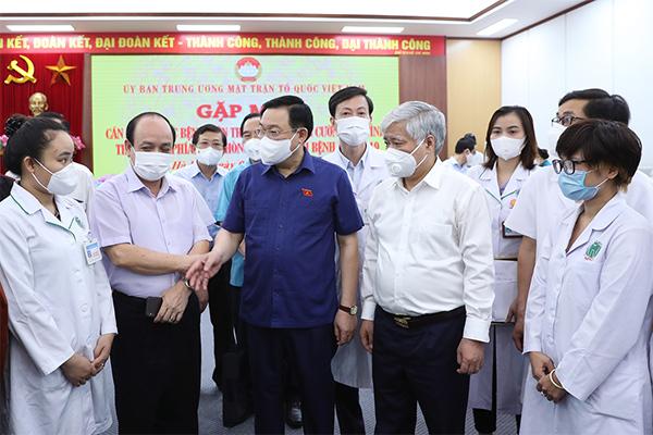 Thêm 3.000 y bác sĩ Trung ương Nam tiến chống dịch Covid-19