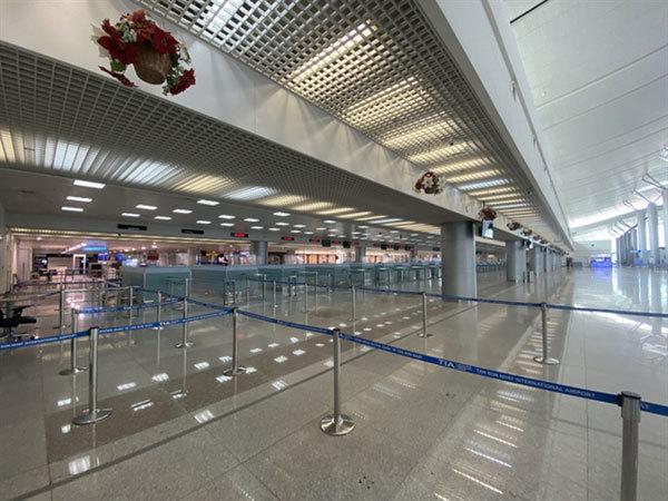 Airline industry at breaking point as virus strikes again