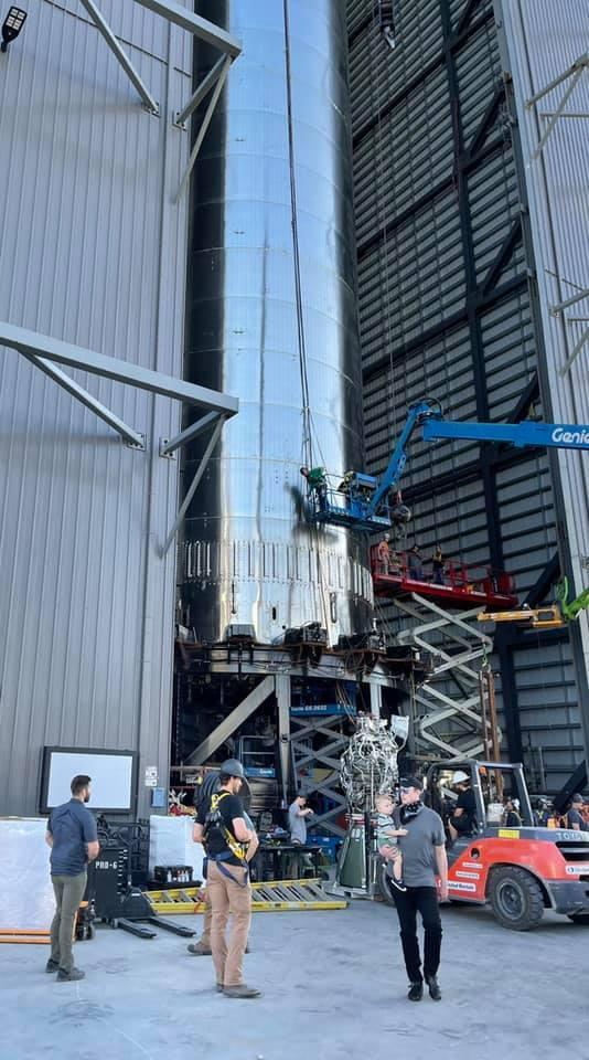 Tên lửa 'khổng lồ' tới sao Hỏa của Elon Musk được lắp 29 động cơ