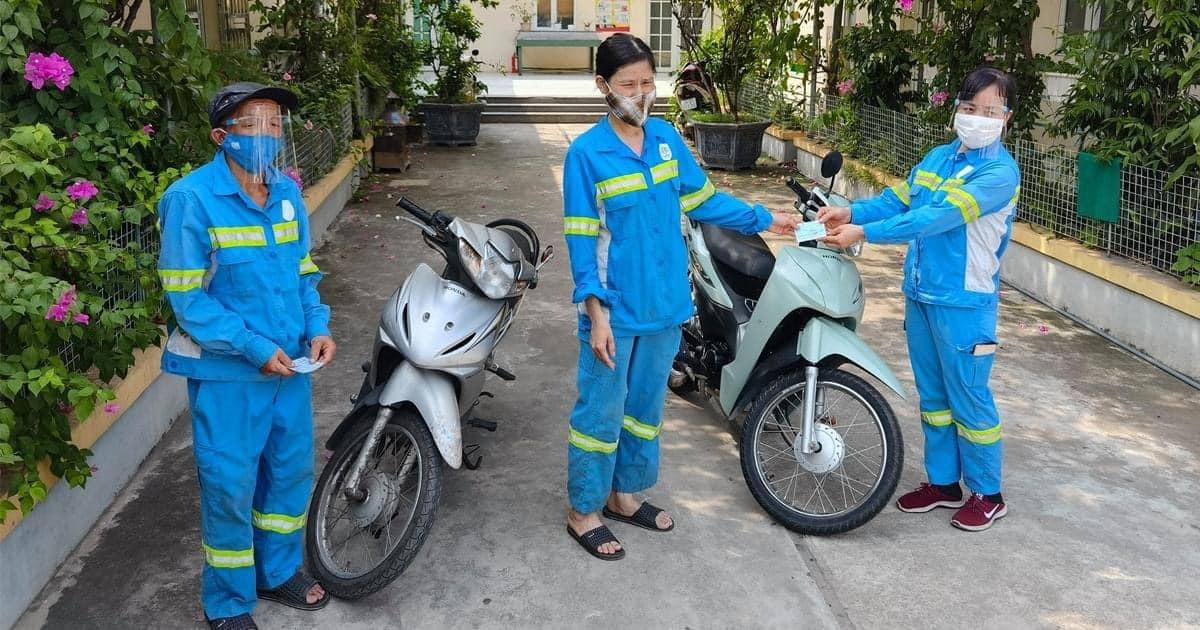 Nữ lao công bị cướp ở Hà Nội nhận 4 xe máy, tặng 2 xe cho đồng nghiệp