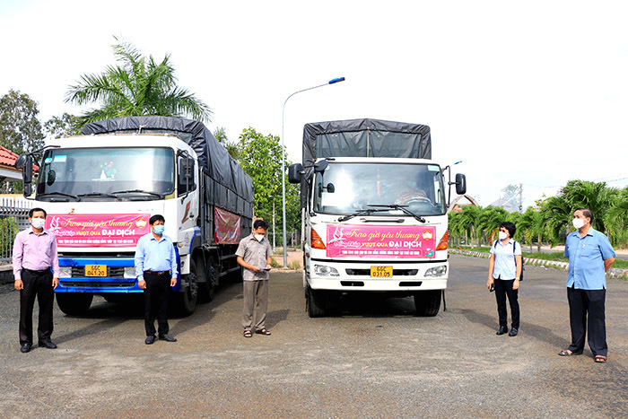 Nhiều tỉnh miền Tây kêu gọi, hỗ trợ lương thực cho người dân ở lại TP.HCM