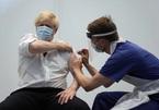 Trung Quốc cảnh báo biến thể mới, WHO kêu gọi hoãn tiêm thêm liều