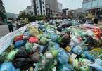 Garbage piles up in Ha Long City
