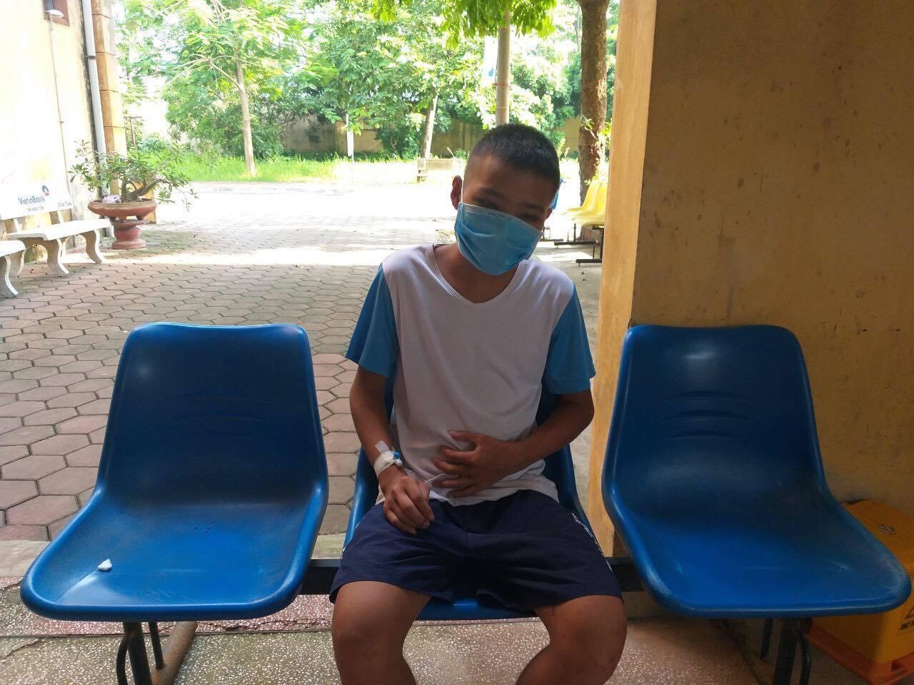 Cậu bé mồ côi cha mẹ cần giúp đỡ mổ viêm tuỵ gấp