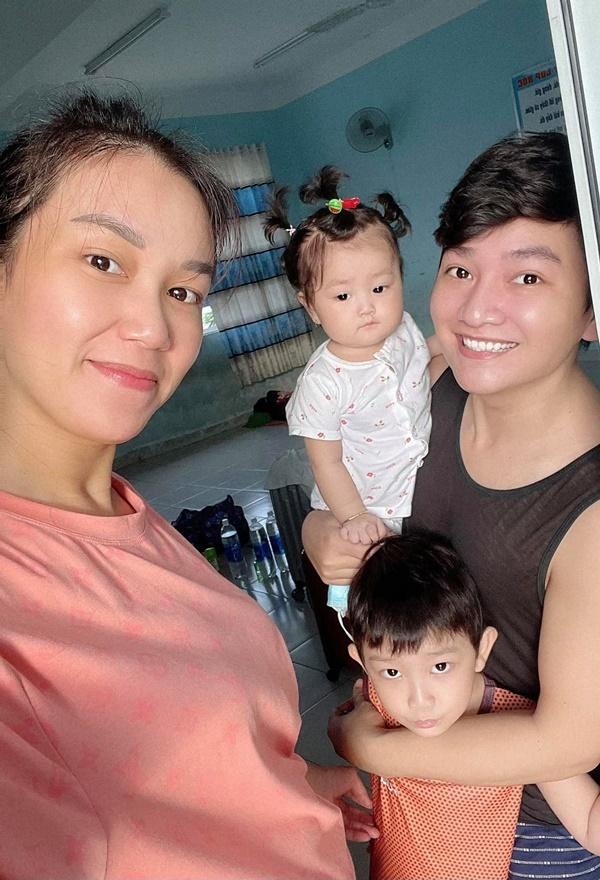 Gia đình diễn viên Minh Đức về nhà sau 2 tuần điều trị Covid-19