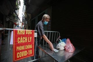 Hà Nội cách ly khu dân cư với hơn 3.000 người do có chùm ca mắc Covid-19