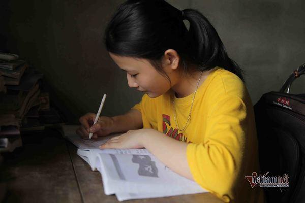 ĐH Quốc gia Hà Nội miễn học phí, cấp học bổng nếu nữ sinh nghèo ở Hà Tĩnh nhập học