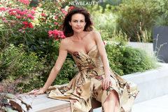Nhan sắc tươi trẻ tuổi 50 của diễn viên Carla Gugino