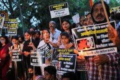 Vụ án cưỡng bức, thiêu xác bé gái khiến dân Ấn Độ phẫn nộ biểu tình
