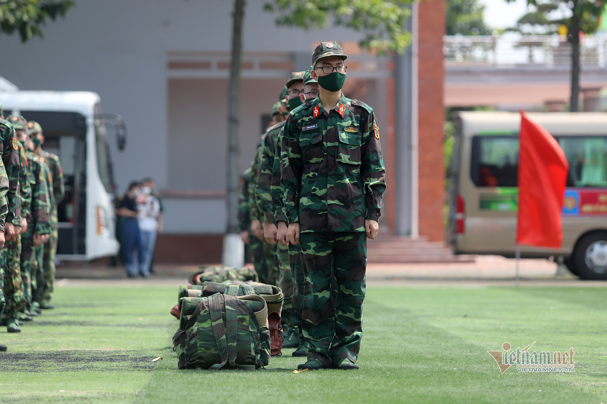 Bộ Quốc phòng mở rộng bệnh viện dã chiến, chi viện thêm 100 y bác sĩ vào Nam